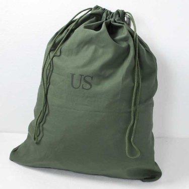 【ミリタリーで大容量でオシャレ】アメリカ軍放出品ランドリーバッグとは?オススメの